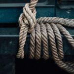 Slå en fælles knude på et langt tov